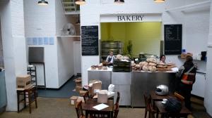 la salle du St John, coté bar et boulangerie