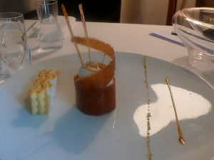tarte citron et sa meringue dans une spirale au caramel